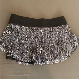 Lululemon quick pace skirt -size 8